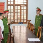 Công an Đồng Hới, Quảng Bình công bố lệnh bắt giữ người trong trường hợp khẩn cấp – Ảnh: Ngô Quang Văn